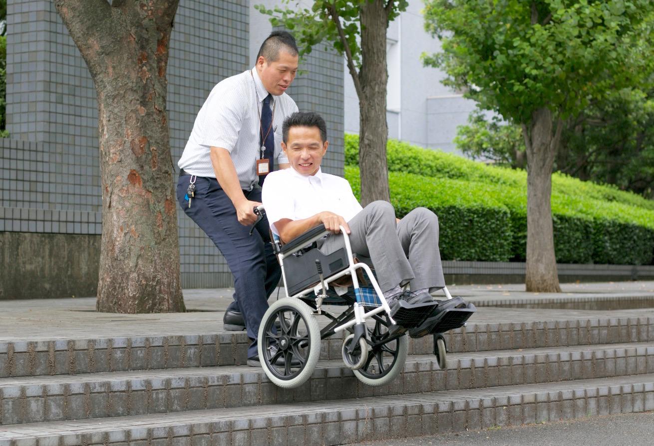 階段、車椅子、階段介助,患者,階段,病人,移送,階段の登り降り