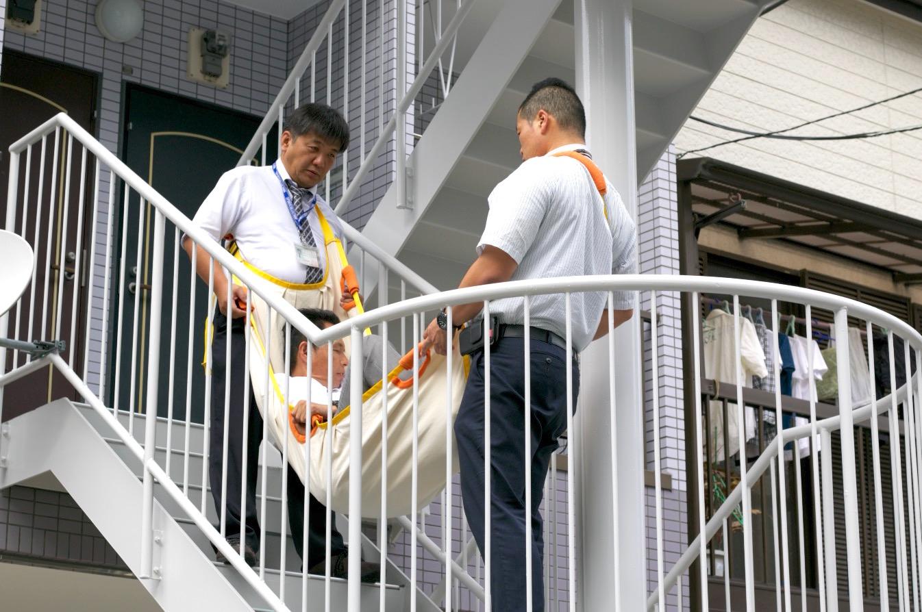 2階 や 部屋に階段 がある家 の病人を 病院へ連れていく方法 階段 介助 特殊搬送