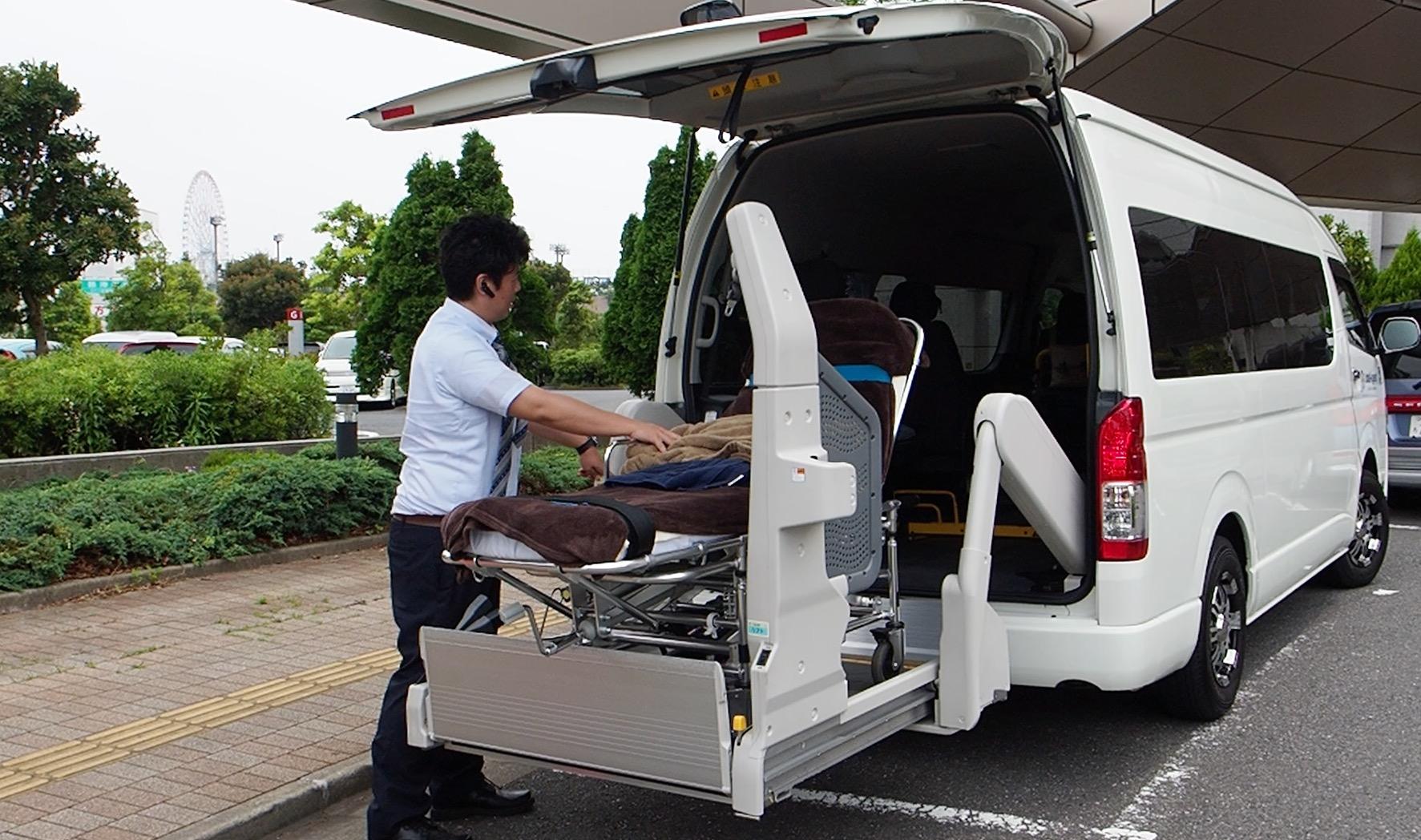 リフト付きワゴン車型の搬送